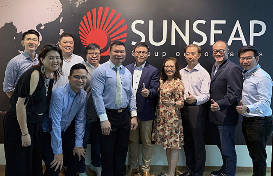 Sunseap employees with staffs from ITE (Before the COVID-19 pandemic)